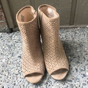 Nine West Booties size 7.5 tan lattice heeled